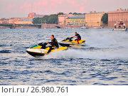 Купить «Спортсмены на гидроциклах катаются по реке Нева на фоне Дворцовой набережной», фото № 26980761, снято 10 августа 2017 г. (c) Максим Мицун / Фотобанк Лори