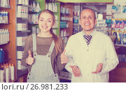 Купить «pharmacist counseling customer», фото № 26981233, снято 22 ноября 2019 г. (c) Яков Филимонов / Фотобанк Лори