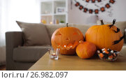 Купить «jack-o-lantern and halloween decorations at home», видеоролик № 26982097, снято 20 сентября 2017 г. (c) Syda Productions / Фотобанк Лори