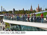 Купить «Moscow, Russia - September 23. 2017. People in viewing platform in park Zaryadye», фото № 26982889, снято 23 сентября 2017 г. (c) Володина Ольга / Фотобанк Лори