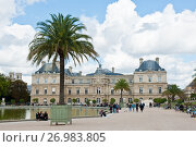 Купить «Вид на Люксембургский дворец (Palais du Luxembourg) со стороны Люксембургского сада (Jardin du Luxembourg). Париж. Франция», фото № 26983805, снято 15 сентября 2017 г. (c) E. O. / Фотобанк Лори