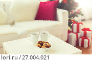 Купить «close up of christmas cookies and cups on table», фото № 27004021, снято 7 октября 2015 г. (c) Syda Productions / Фотобанк Лори