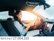 Купить «woman driving car with smarhphone», фото № 27004325, снято 12 июня 2016 г. (c) Syda Productions / Фотобанк Лори