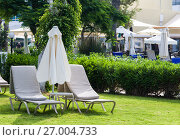 Купить «Mediterranean palm beach with empty sunbeds against hotel in morning, Paphos, Cyprus», фото № 27004733, снято 20 июля 2017 г. (c) Papoyan Irina / Фотобанк Лори