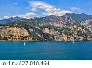 Купить «Озеро Гарда. Сирмионе. Италия», фото № 27010461, снято 5 сентября 2017 г. (c) Сергей Афанасьев / Фотобанк Лори