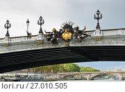 Купить «Фрагмент моста Александра III (Pont Alexandre III). Осенний день. Париж. Франция», фото № 27010505, снято 16 сентября 2017 г. (c) E. O. / Фотобанк Лори