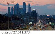 Купить «Traffic on the highway», видеоролик № 27011373, снято 9 сентября 2017 г. (c) Антон Гвоздиков / Фотобанк Лори