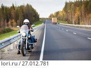 Купить «Мотоциклист на загородной осенней трассе», фото № 27012781, снято 24 сентября 2017 г. (c) Кекяляйнен Андрей / Фотобанк Лори