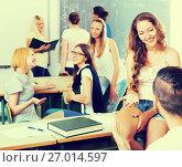 Купить «students communicating», фото № 27014597, снято 20 мая 2019 г. (c) Яков Филимонов / Фотобанк Лори