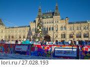 Купить «ГУМ-каток на Красной площади в Москве», эксклюзивное фото № 27028193, снято 7 декабря 2016 г. (c) Елена Коромыслова / Фотобанк Лори