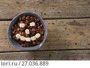 Купить «Chocolate cornflakes with honeycomb cereal forming smiley face in bowl», фото № 27036889, снято 13 июня 2017 г. (c) Wavebreak Media / Фотобанк Лори