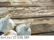 Купить «Garlic bulbs on wooden table», фото № 27038389, снято 5 июня 2017 г. (c) Wavebreak Media / Фотобанк Лори