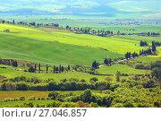 Купить «Tuscany farmland hill fields in Italy», фото № 27046857, снято 4 мая 2017 г. (c) Михаил Коханчиков / Фотобанк Лори