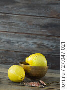 Купить «Lemon and himalayan salt on wooden table», фото № 27047021, снято 5 июня 2017 г. (c) Wavebreak Media / Фотобанк Лори