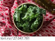 Купить «Kale leaves with oil bottle and fabric on table», фото № 27047781, снято 12 июня 2017 г. (c) Wavebreak Media / Фотобанк Лори