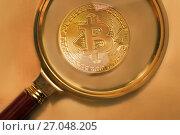 Купить «Золотая монета криптовалюты Биткоин под увеличительным стеклом», фото № 27048205, снято 3 октября 2017 г. (c) Николай Винокуров / Фотобанк Лори