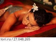 Купить «Mud mask of woman in spa salon. Back massage .», фото № 27048265, снято 14 августа 2016 г. (c) Gennadiy Poznyakov / Фотобанк Лори