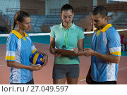 Купить «Coach discussing with volleyball players», фото № 27049597, снято 17 мая 2017 г. (c) Wavebreak Media / Фотобанк Лори