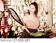 Купить «Cheerful female pull line to the racket», фото № 27050281, снято 15 мая 2017 г. (c) Яков Филимонов / Фотобанк Лори