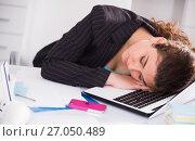 Купить «Female manager is sleeping after productive day at work», фото № 27050489, снято 21 мая 2017 г. (c) Яков Филимонов / Фотобанк Лори