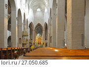 Turku Cathedral (Turun tuomiokirkko) dedicated to Virgin Mary and Finland's first bishop, St Henry. Interior view. Funny visitor (2017 год). Редакционное фото, фотограф Валерия Попова / Фотобанк Лори