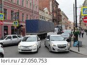 Купить «Автомобильный затор на улице Рубинштейна, город  Санкт-Петербург», эксклюзивное фото № 27050753, снято 24 мая 2017 г. (c) Дмитрий Неумоин / Фотобанк Лори