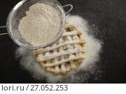 Купить «Close up of strainer over pie», фото № 27052253, снято 5 мая 2017 г. (c) Wavebreak Media / Фотобанк Лори
