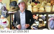 happy adult male try on cowboy hat at the shopping center. Стоковое видео, видеограф Яков Филимонов / Фотобанк Лори