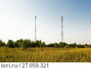 Купить «Две вышки сотовой связи. Сельский пейзаж», эксклюзивное фото № 27059321, снято 21 августа 2017 г. (c) Макаров Алексей / Фотобанк Лори