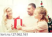 Купить «happy family at home with christmas gift box», фото № 27062161, снято 8 октября 2015 г. (c) Syda Productions / Фотобанк Лори
