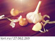 Купить «close up of garlic on wooden table», фото № 27062269, снято 13 октября 2016 г. (c) Syda Productions / Фотобанк Лори