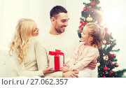 Купить «happy family at home with christmas tree», фото № 27062357, снято 8 октября 2015 г. (c) Syda Productions / Фотобанк Лори