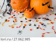 Купить «carved halloween pumpkins and candies», фото № 27062985, снято 15 сентября 2017 г. (c) Syda Productions / Фотобанк Лори