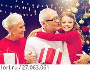 Купить «happy family with christmas gifts», фото № 27063061, снято 14 сентября 2014 г. (c) Syda Productions / Фотобанк Лори