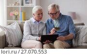 Купить «happy senior couple with tablet pc and credit card», видеоролик № 27070553, снято 20 сентября 2017 г. (c) Syda Productions / Фотобанк Лори