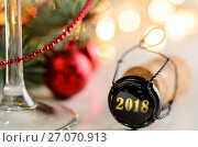 Купить «christmas or new year sparkling wine cork», фото № 27070913, снято 20 октября 2018 г. (c) Сергей Петерман / Фотобанк Лори