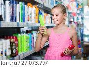 Купить «Portrait of girl teenager holding shampoo and conditioner», фото № 27073797, снято 5 августа 2017 г. (c) Яков Филимонов / Фотобанк Лори