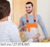 Купить «worker came to call housewife», фото № 27074061, снято 17 июля 2018 г. (c) Яков Филимонов / Фотобанк Лори