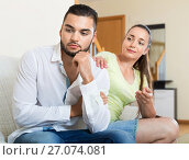 Купить «Smiling woman talking to upset man», фото № 27074081, снято 17 октября 2018 г. (c) Яков Филимонов / Фотобанк Лори