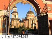 Купить «Свято-Алексиевский женский монастырь в городе Саратове», фото № 27074625, снято 10 сентября 2017 г. (c) Светлана Евграфова / Фотобанк Лори