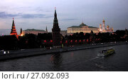 Купить «View at Moscow Kremlin from Moskva River at night time lapse», видеоролик № 27092093, снято 30 июля 2017 г. (c) Алексей Ларионов / Фотобанк Лори
