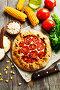 Несладкий пирог из кукурузной муки с творогом и помидорами. Вид сверху, фото № 27093305, снято 12 октября 2017 г. (c) Надежда Мишкова / Фотобанк Лори