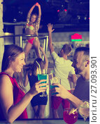 Купить «emale and male with cocktails clubbing», фото № 27093901, снято 28 августа 2017 г. (c) Яков Филимонов / Фотобанк Лори