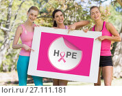Hope text and pink breast cancer awareness women holding card. Стоковое фото, агентство Wavebreak Media / Фотобанк Лори