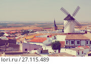 Купить «General view of Campo de Criptana with mill and church», фото № 27115489, снято 23 августа 2013 г. (c) Яков Филимонов / Фотобанк Лори