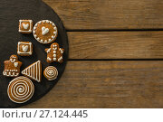 Купить «Overhead view of gingerbread cookies on slate», фото № 27124445, снято 8 июня 2017 г. (c) Wavebreak Media / Фотобанк Лори