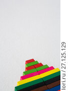 Christmas tree made from colorful blocks. Стоковое фото, агентство Wavebreak Media / Фотобанк Лори