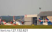 Купить «Dusseldorf airport traffic», видеоролик № 27132821, снято 21 июля 2017 г. (c) Игорь Жоров / Фотобанк Лори