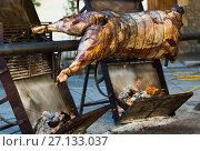 Купить «Whole bull carcass on spit», фото № 27133037, снято 24 марта 2019 г. (c) Яков Филимонов / Фотобанк Лори
