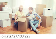 Купить «smiling couple with big boxes moving to new home», фото № 27133225, снято 25 февраля 2016 г. (c) Syda Productions / Фотобанк Лори